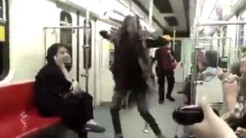 A metrón táncolt egy iráni nő – videó