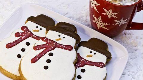 Sütitipp: hóemberek a karácsonyi asztalon