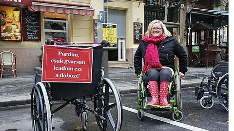 Kerekes székesek szállták meg a belvárosi parkolókat