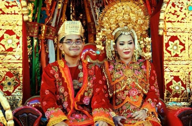 Tradicionális minang esküvő
