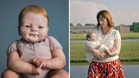 Újjászületett babák: anyák, akik játék babákat ringatnak