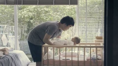 Semmi sem pótolhatja egy szülő érintését – videó