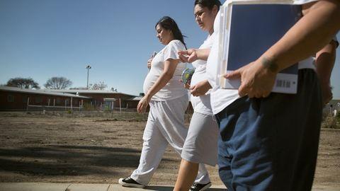 Így élnek a börtönben a terhes nők