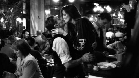 Szerelem Párizsban: lesifotók a szerelem városában