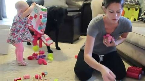 Így hátráltat a kisgyereked a házimunkában! – vicces videó