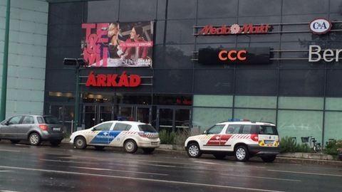 Gyerek okozott bombariadót egy bevásárlóközpontban