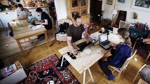 Ez az új közösségi iroda: egymás otthonába járnak dolgozni