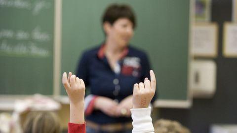Mi köze a tanárnak ahhoz, hogy házasok-e a diákja szülei?