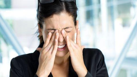 Ezek a károsító hatások érik naponta a szemet