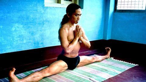 """Astanga jóga: """"Segít a nőknek, hogy erősebbek legyenek"""""""