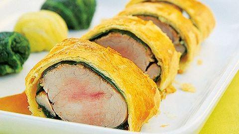 Gyors ebéd: medvehagymás szűzpecsenye vajas tésztában