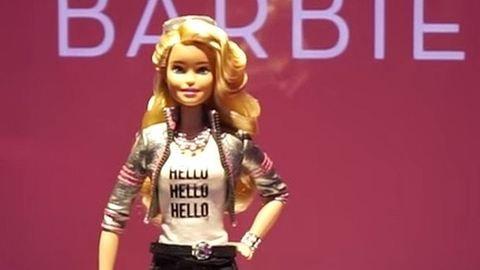 Barbie babák kémkednek a gyerekszobákban