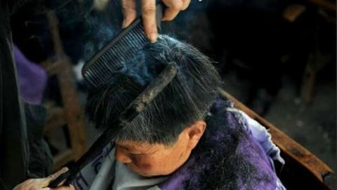 Izzó vasakkal vág hajat a fodrász – videó
