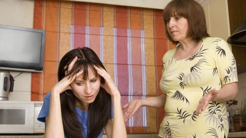 Szó bennszakad, amikor tanácsokat oszt az anyós