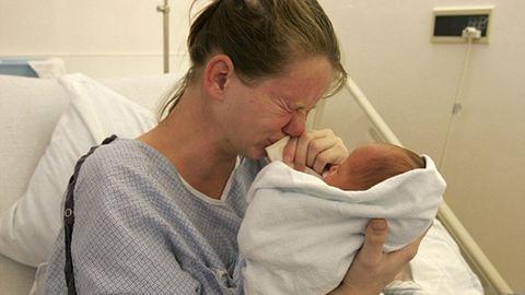 Női börtönök: 2 órával a szülés után elvették tőle gyermekét