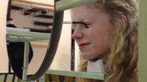 Így sminkel ki egy robot! – videó