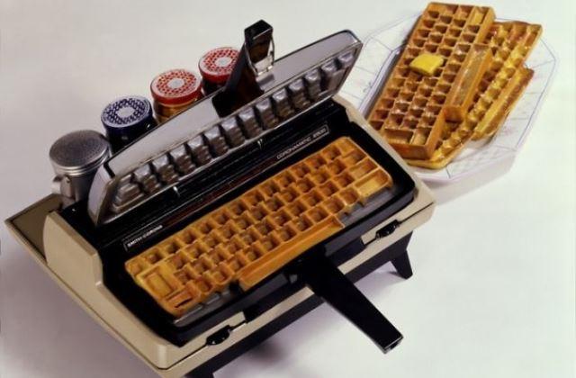 Írógép formájú gofrisütő