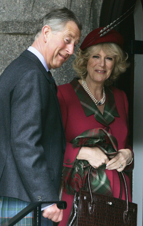 Nászútra Skóciába utaztak, a friss házasok autójára maga Vilmos és Harry fújta fel a 'Just Married' feliratot