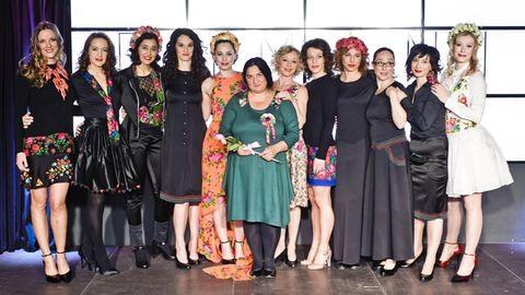 Ismert magyar színésznők mutatták be a roma divatkollekciót – fotók