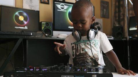 Ő a világ legfiatalabb DJ-je – videó