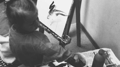 Kétéves kislány festményéből készült ruhakollekció – képek