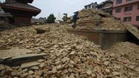 Nepál a földrengés előtt és után – videó