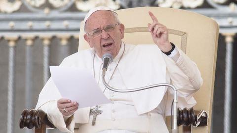 Ferenc pápa keményen kiáll a nők jogai mellett
