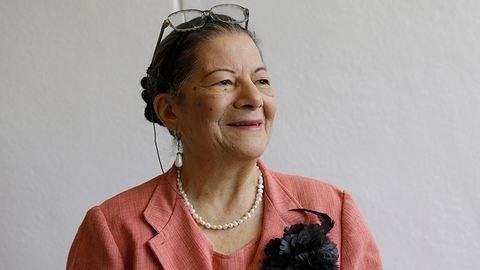 Unokáival diplomázott le a 79 éves nagyi