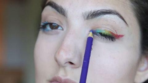 Veszélyes divat: színes ceruzával sminkelnek a tinik