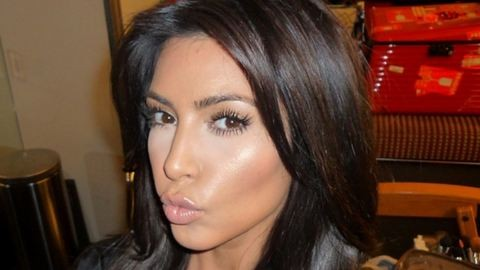 Erotikus ünneplést csapott Kim Kardashian