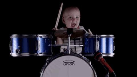 Ez a nap legcukibb videója: profin dobol a 8 hónapos kisbaba