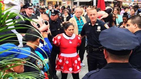 Összeverekedett Minnie egér és Hello Kitty