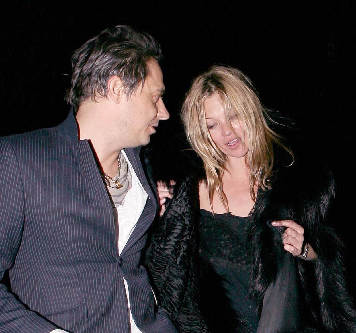 Kate Moss férje hiába kéri a modellt, hogy hagyjon fel a bulizással