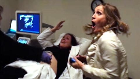 Így reagált a leendő nagynéni, hogy a testvérének ikrei lesznek – videó