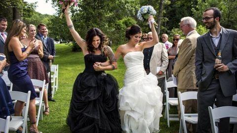 17 meleg pár bámulatosan szép esküvői fotója