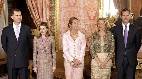 Friss: VI. Fülöp spanyol király minden rangjától megfosztotta a húgát