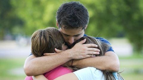 Gyerekek és a gyász: nincs jó időpont a rossz hír közlésére
