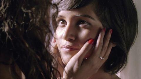 Leszbikus párral hirdet egy indiai divatcég – videó