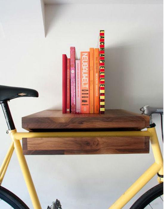 Még egy polc és biciklitartó kombináció. Fotó: pinterest.com
