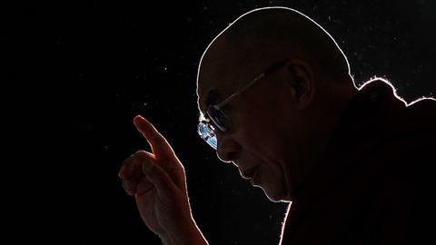 Az ember, aki csak a szeretetben hisz – 80 éves a dalai láma
