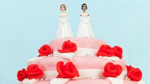Nem vállalta a cukrászda, hogy tortát készítsen egy leszbikus pár esküvőjére