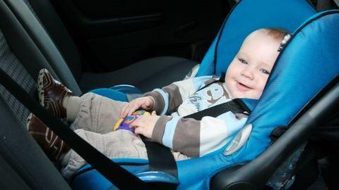 Autóban hagyni a gyereket egyedül: mi van?!