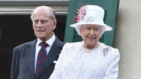Nyilvánosan káromkodott II. Erzsébet férje – videó