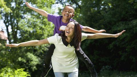 8 kérdés, amit nem mersz feltenni az örökbe fogadó szülőknek