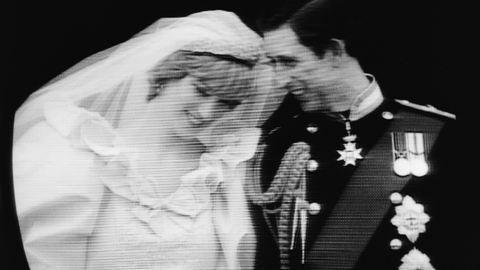 Sosem látott képeket árulnak milliókért Diana hercegnő esküvőjéről