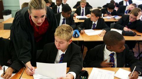 Magyar diáklány a követendő példa a brit iskolákban