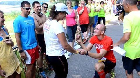 Megható videó: ultramaratonon kérte meg barátnője kezét