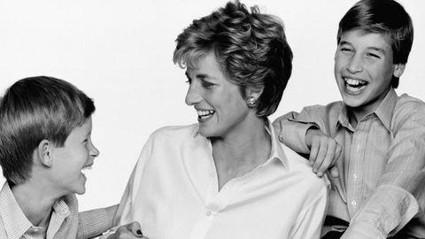 """""""Mi is fájdalmat és ürességet érzünk anyák napján"""" – 18 éve halt meg Diana hercegnő"""