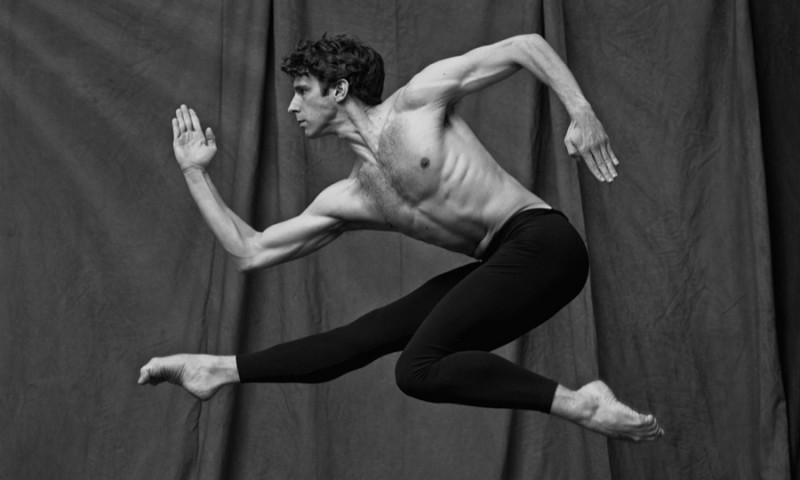 20 férfi balett-táncos képeitől ámul a világ
