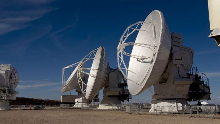 Az ALMA rádióteleszkóp antennái az Atacama-sivatagban (Fotó: Getty Images)